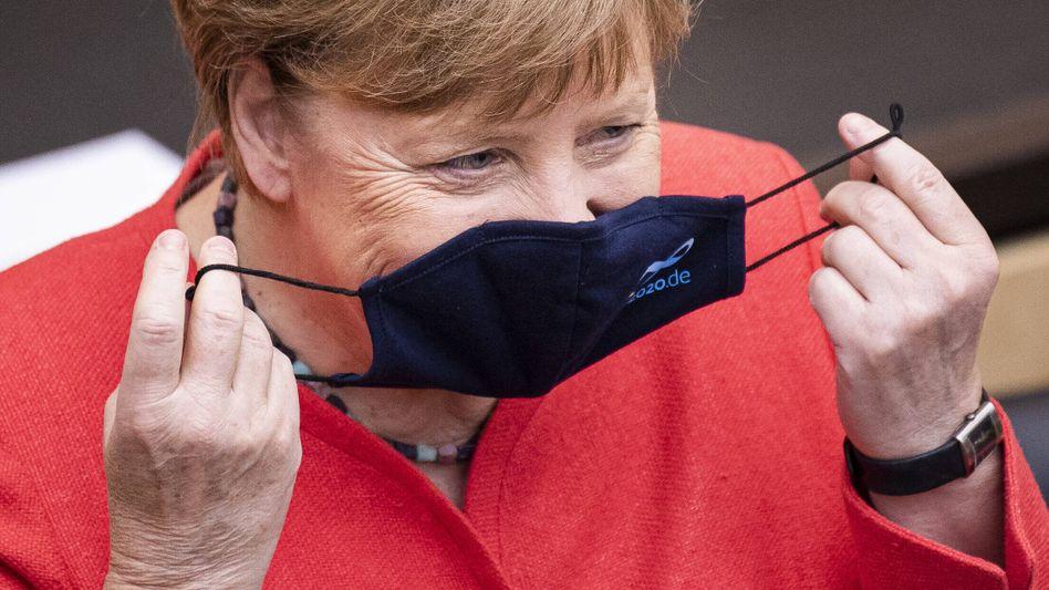 Bundeskanzlerin Angela Merkel mit Schutzmaske im Bundesrat