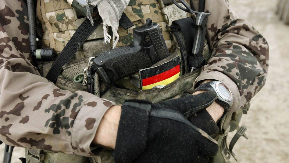 Bundeswehrsoldat in Afghanistan: Attraktivität als Arbeitgeber erhöhen