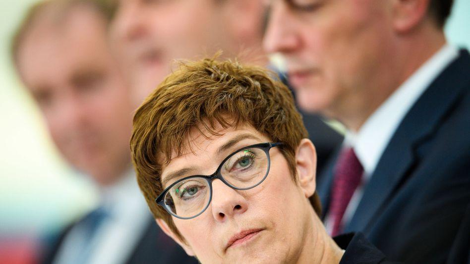 Annegret Kramp-Karrenbauer: Überschreitung ihrer Kompetenzen?