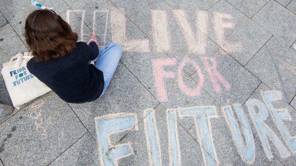 """Erst vor dem Hauptbahnhof, jetzt vor dem Rathaus: In Köln findet eine mehrtägige """"Fridays for Future""""-Demo statt"""