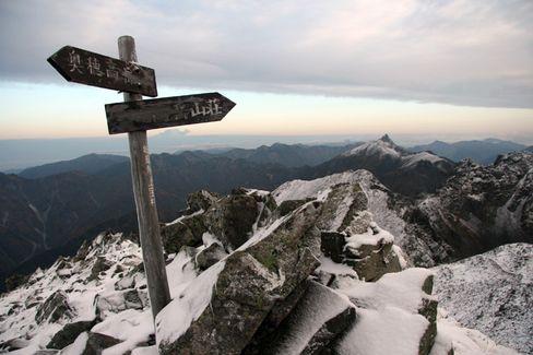 Wegweiser im Schnee: In den Japanischen Alpen kann das Wetter über Nacht umschlagen