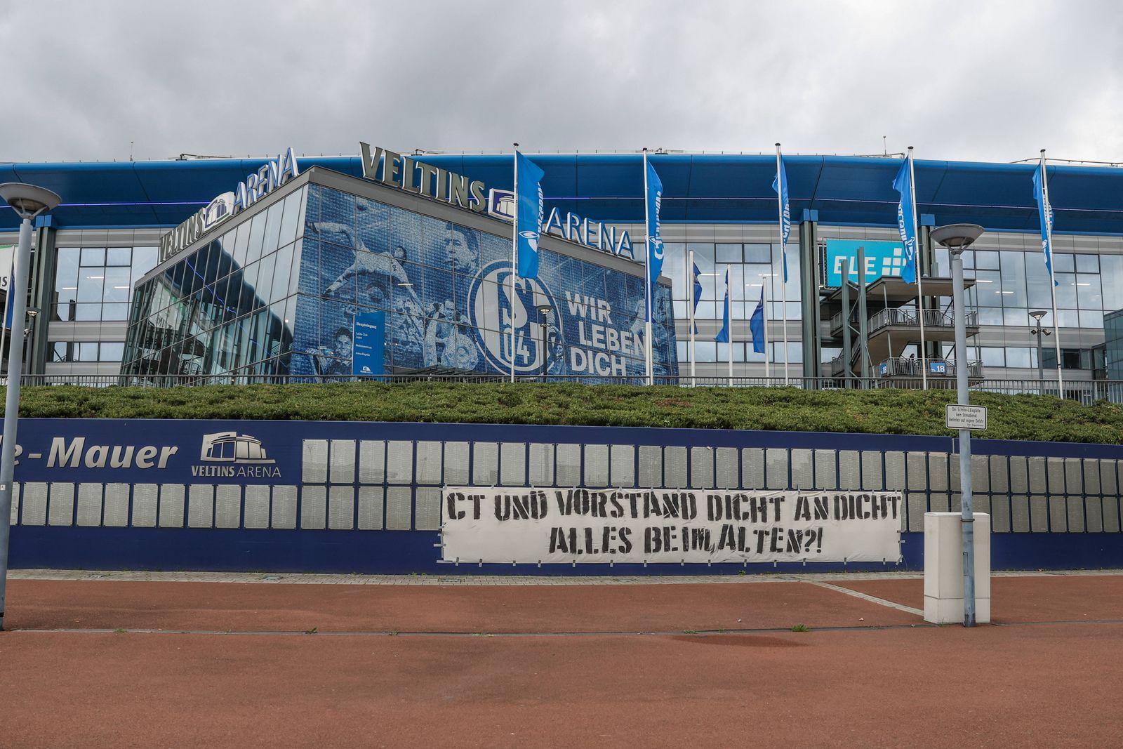 26.09.2020, Fussball, Saison 2020/2021, 1. Bundesliga, FC Schalke 04 - SV Werder Bremen, Plakat der Fans des FC Schalke