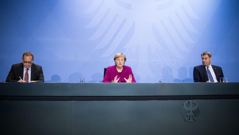 Angela Merkel (Mitte) appellierte an die Vernunft der Deutschen