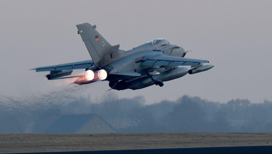 """Kampfflugzeug vom Typ """"Tornado"""" (Archiv): Tägliche Aufklärungsflüge"""