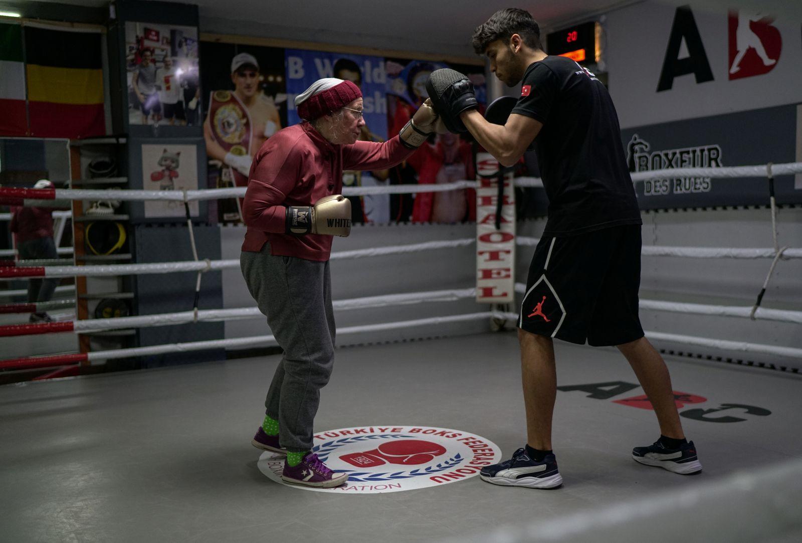 Nancy Van Der Stracten boxing to fight Parkinson's disease