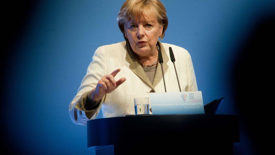 """Kanzlerin Merkel: """"Die Zahl der zur Verfügung stehenden Arbeitskräfte wird sinken"""""""