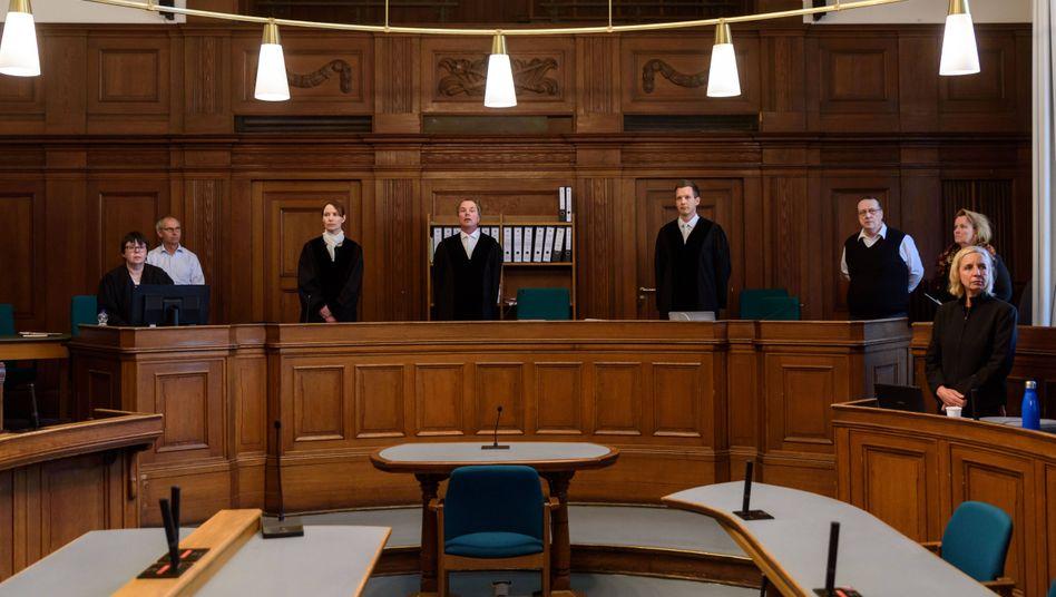 Landgericht Berlin: Bombendrohung zu Prozessbeginn