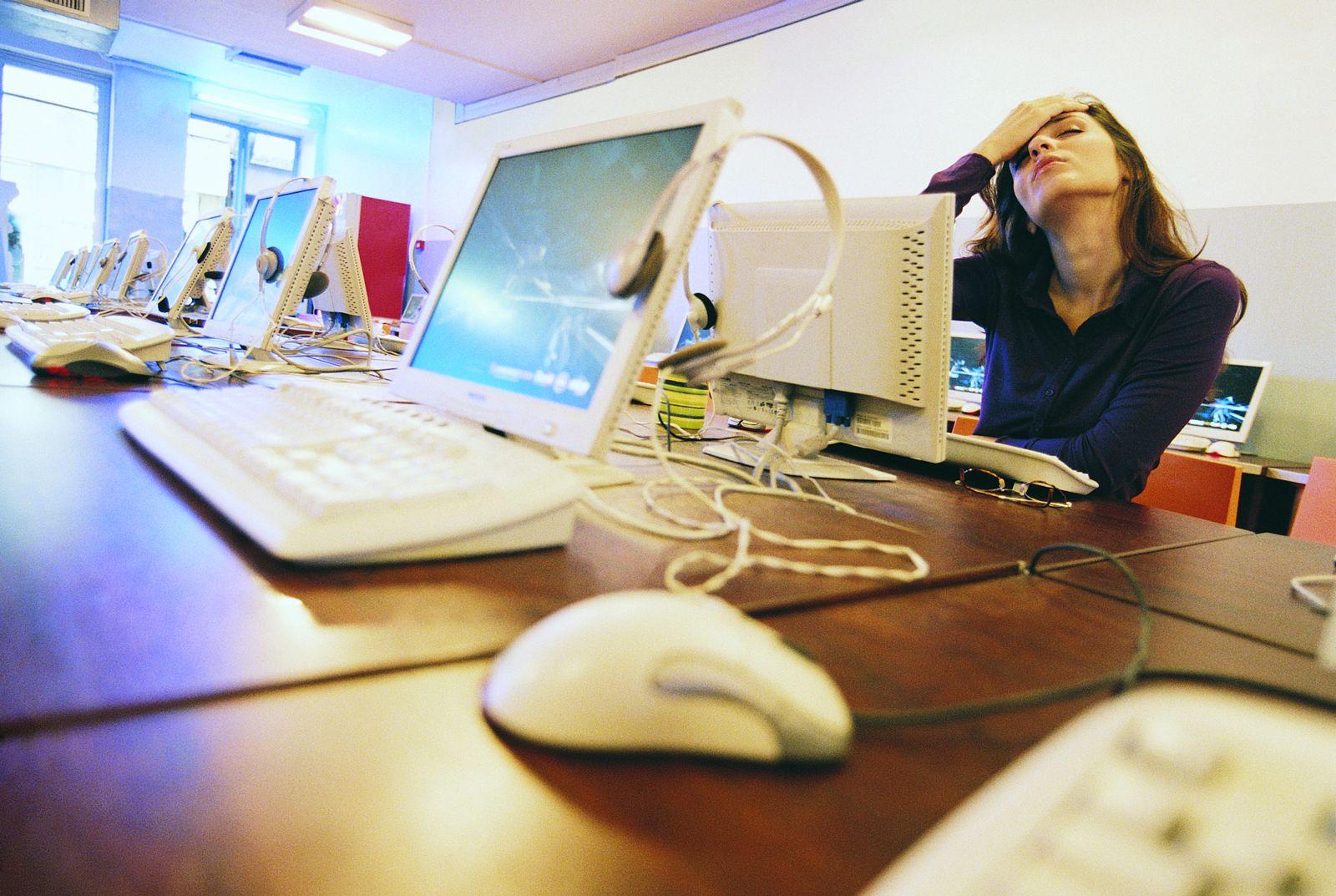 NICHT MEHR VERWENDEN! - Buch Lena / Studentin / Tastatur / Computer