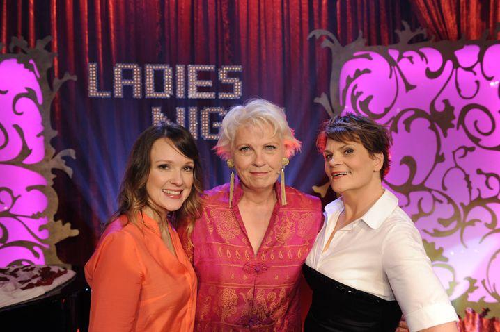 "Gerburg Jahnke (M.) mit Karolin Kebekus (l.) und Gayle Tafts in ""Ladies Night"""