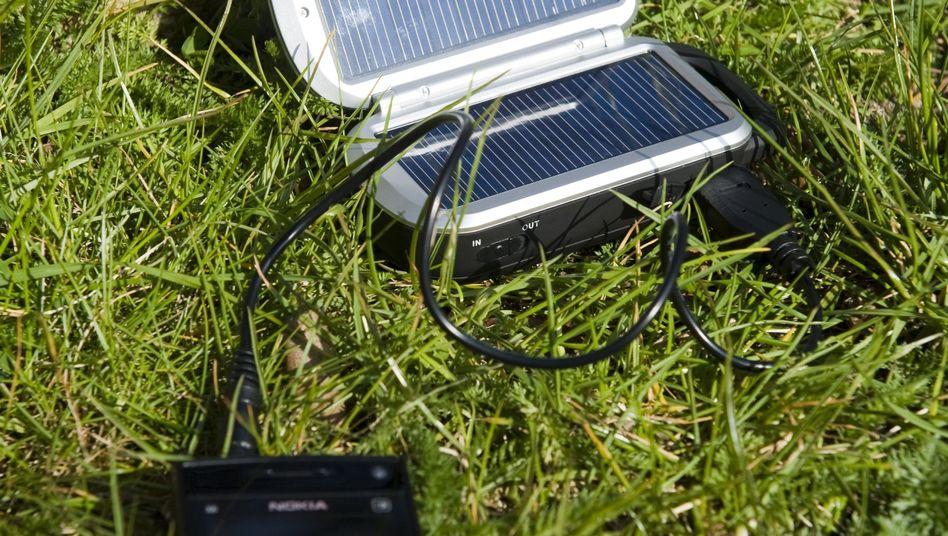 Handy-Powerpack mit Solarzellen: Sinnvolle Ergänzung oder Spielerei?
