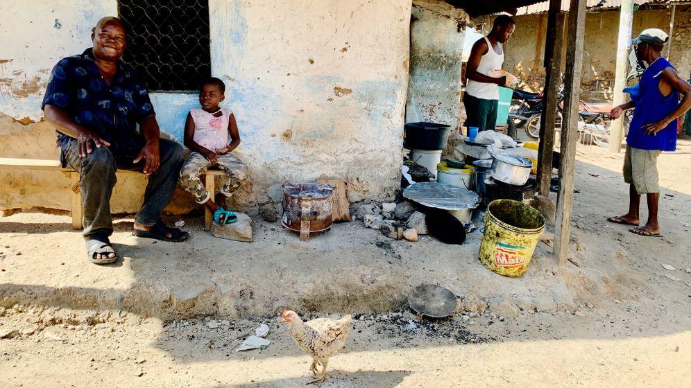Jackson Oseya und seine siebenjährige Tochter leiden beide an einer Bleivergiftung