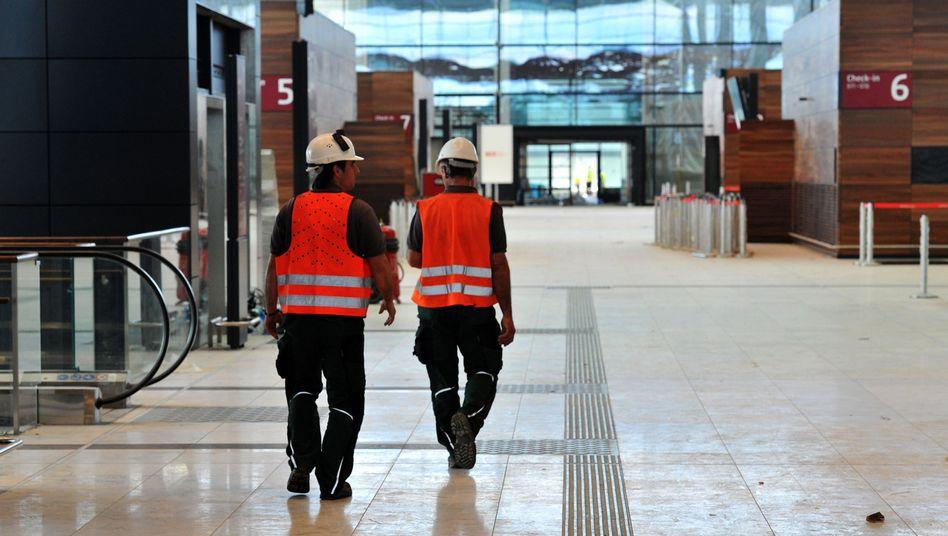 Arbeiter auf der Baustelle des Hauptstadtflughafens: Gespräch mit dem Sicherheitschef