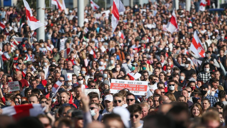 Demonstranten auf der Straße in Minsk: Es ist der sechste Sonntag in Folge