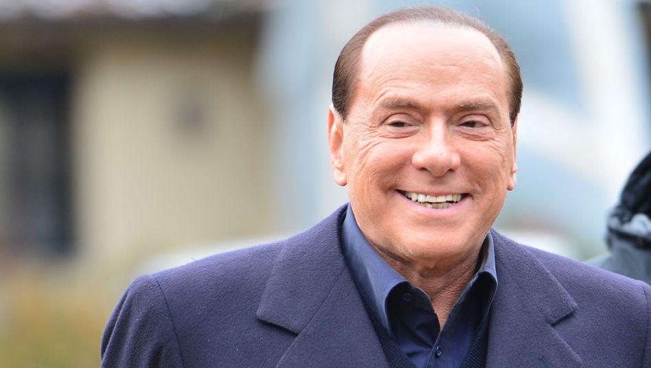 Mit einem Lächeln auf den Lippen: Ex-Premier Silvio Berlusconi will zurück an die Macht