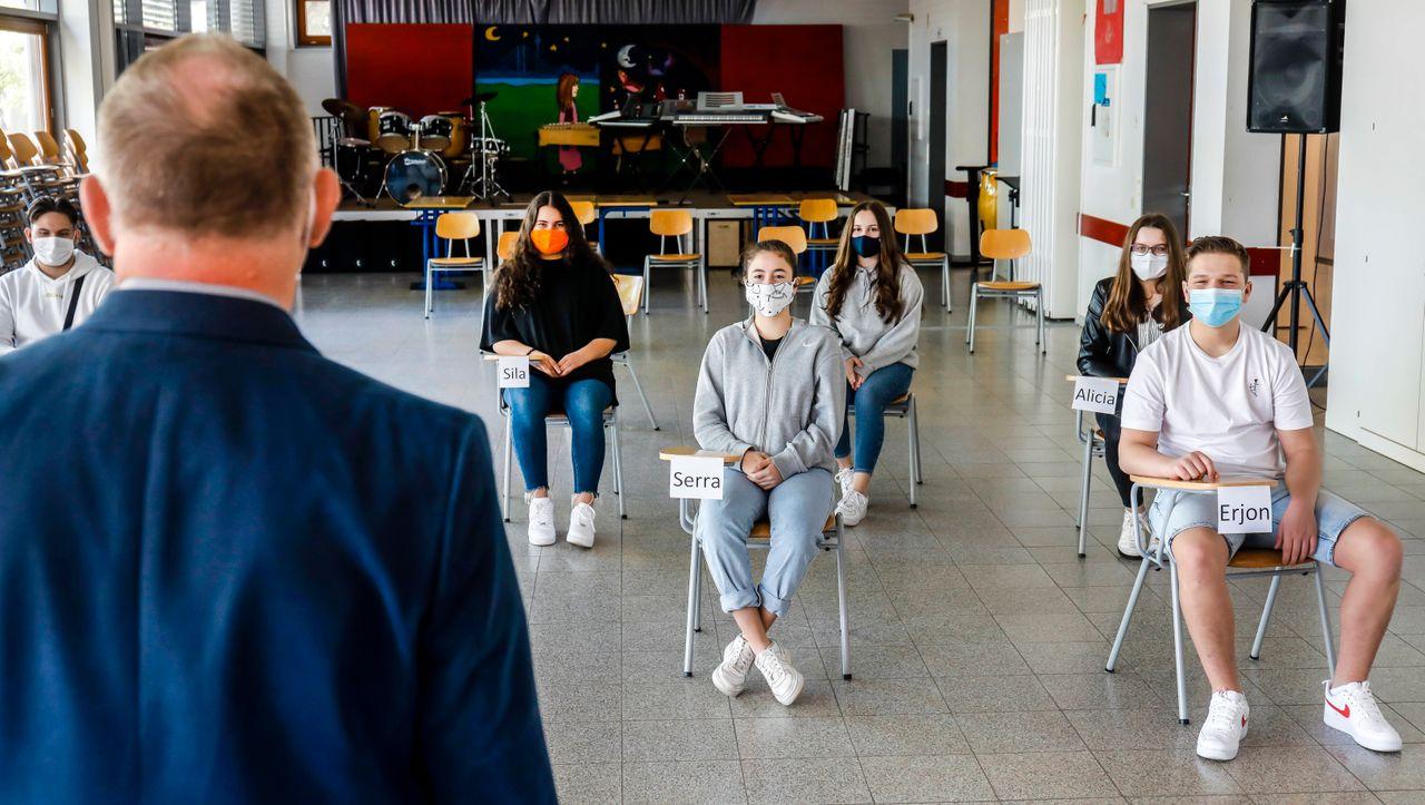 Corona: Die Debatte über Normalbetrieb unter Pandemiebedingungen
