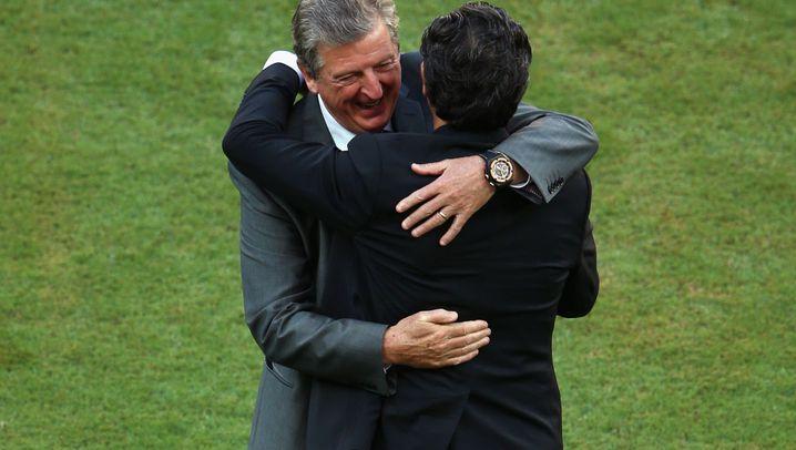 England gegen Italien: Mann im Tor, Balotelli im Arm