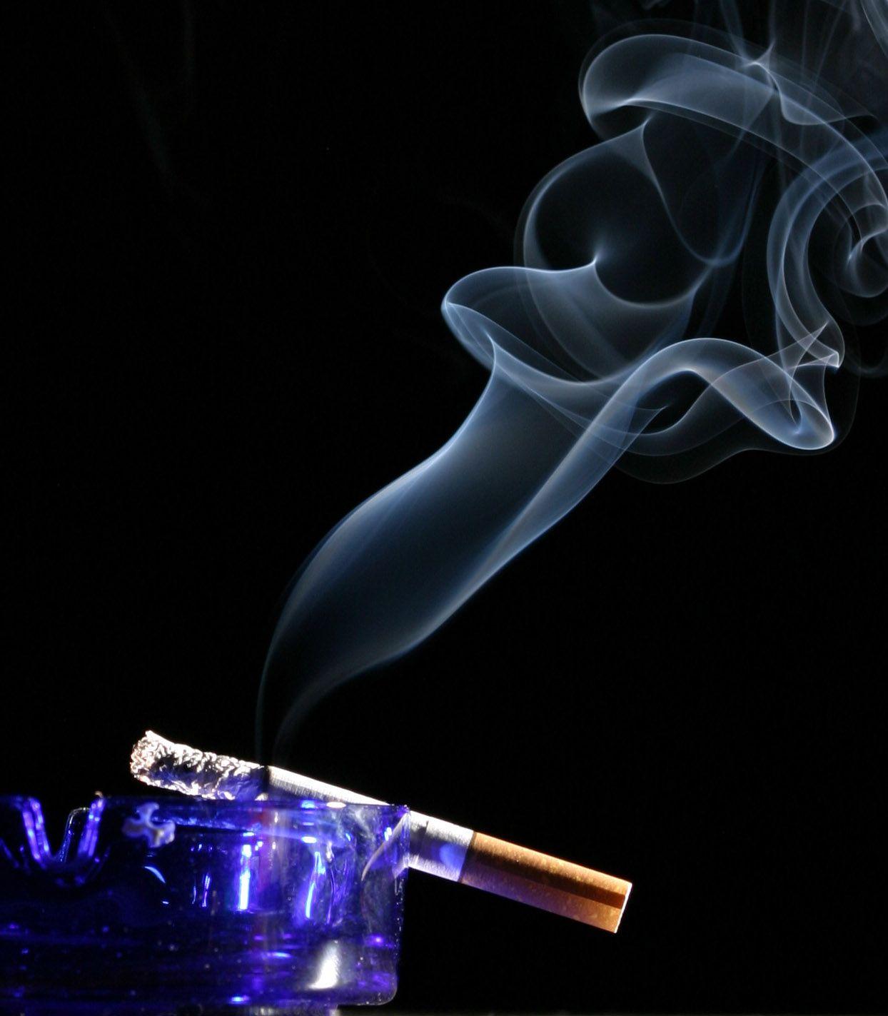 Zigarette in Aschenbecher