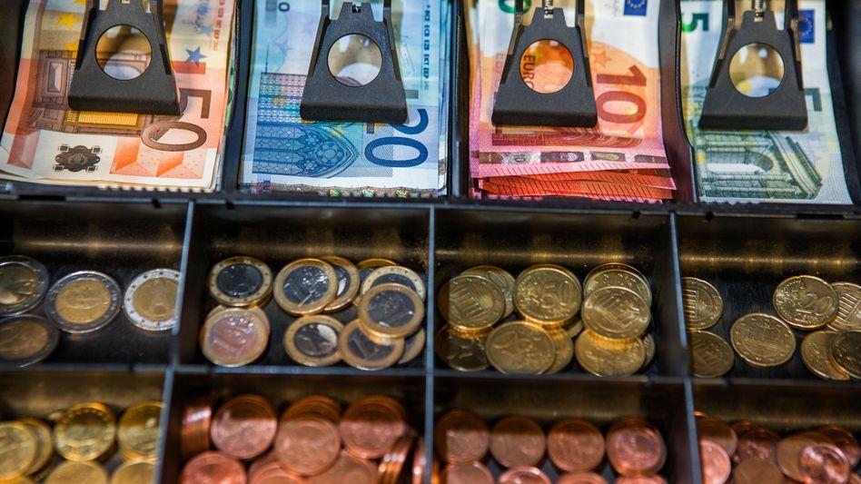 Registrierkasse mit Scheinen und Münzen: Wie lange gibt es so etwas noch?
