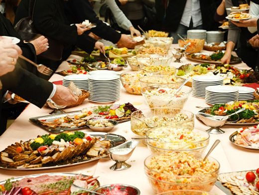"""Kaltes Buffet: """"Diese übergewichtigen Menschen sagten: Aber ich esse doch den ganzen Tag nichts!"""""""