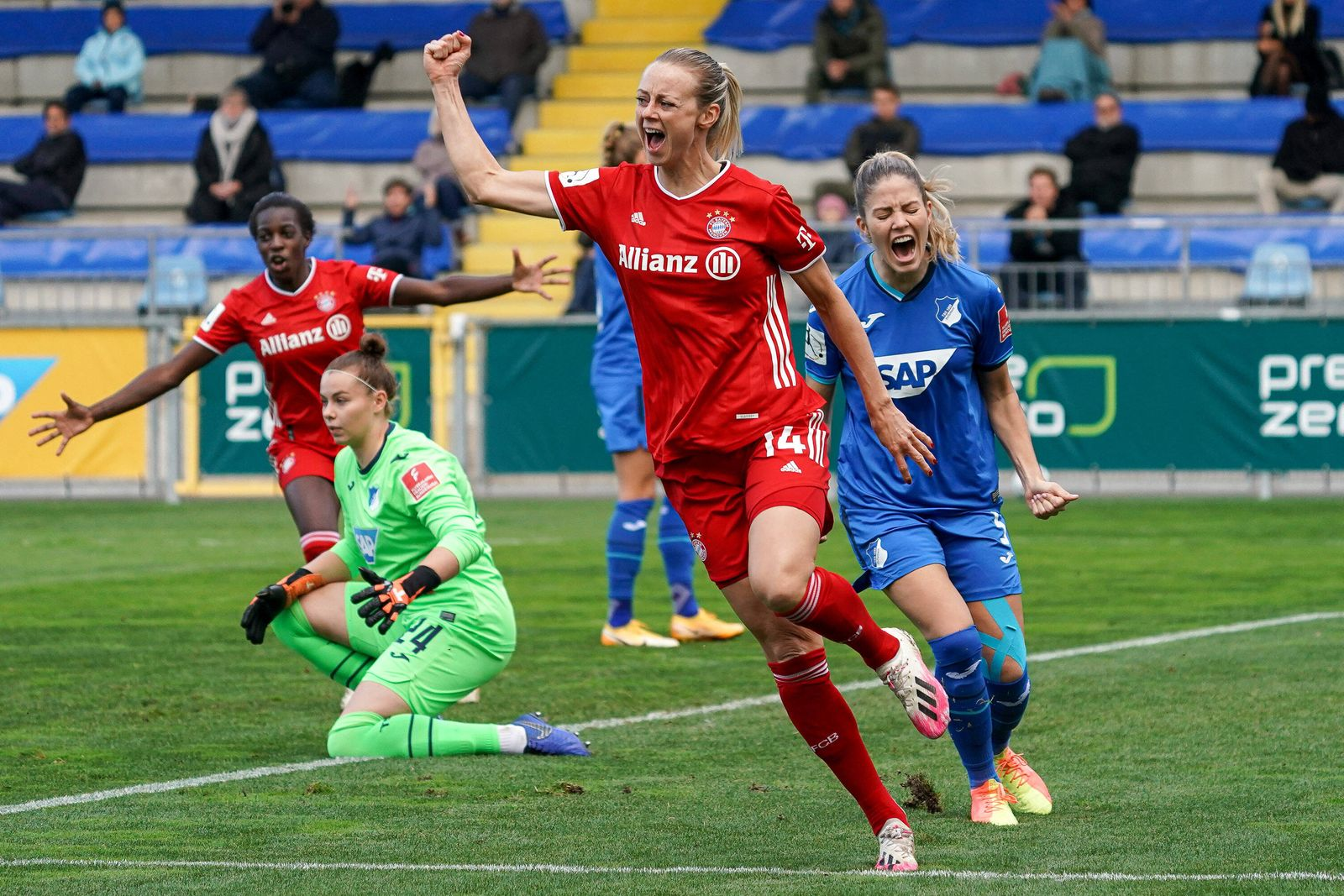 Torschützin Amanda Ilestedt (FCB, 14), jubelt über das Tor zum 0:1, Jubel, Torjubel, Torerfolg, celebrate the goal, goa