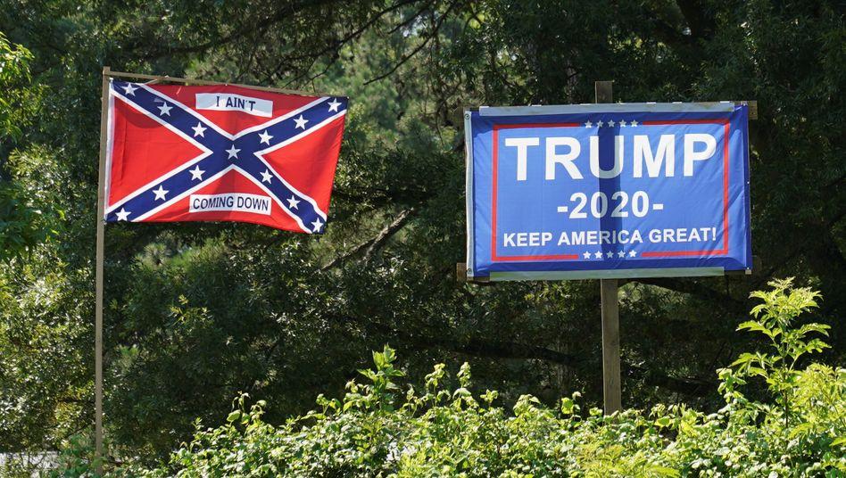 Trump-Plakat neben Konföderiertenflagge (in Virgina): Wahlkampagne geht in den Endspurt