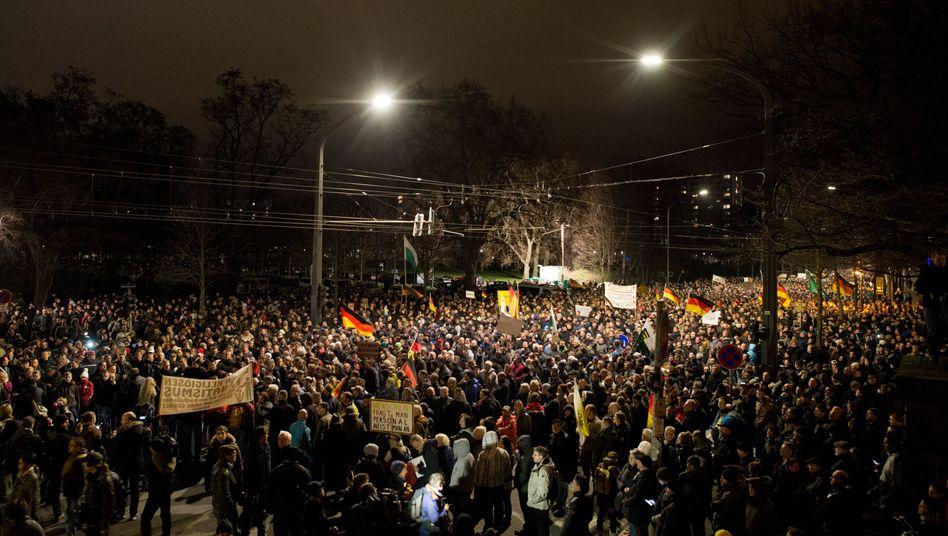 Pegida-Demonstration in Dresden: RTL-Undercover-Einsatz schürt Misstrauen gegenüber der Presse