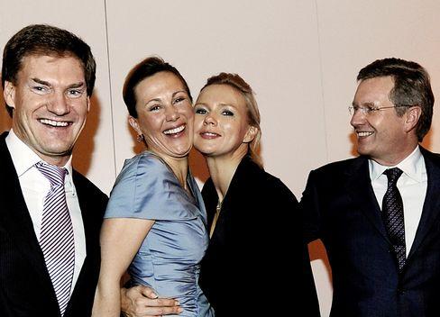 Ehepaar Wulff mit Unternehmer Carsten Maschmeyer und Schauspielerin Veronica Ferres auf dem Nord-Süd-Dialog 2009: Eine private Veranstaltung, bei der viel Geld floss