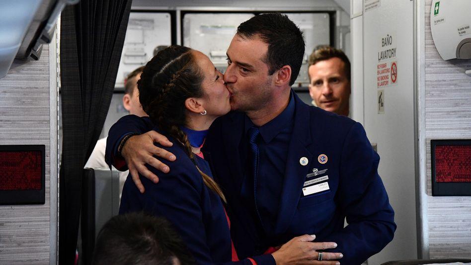 Papst traut Paar im Flugzeug: Hochzeit über den Wolken