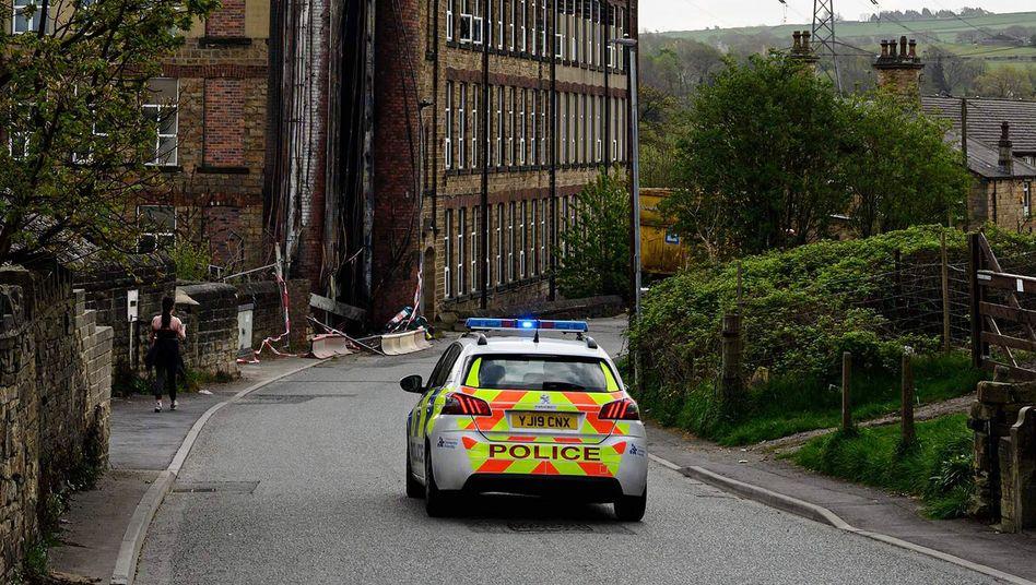 Verbrannter Telefonmast in Huddersfield, Nordengland: Ausgemachter Blödsinn