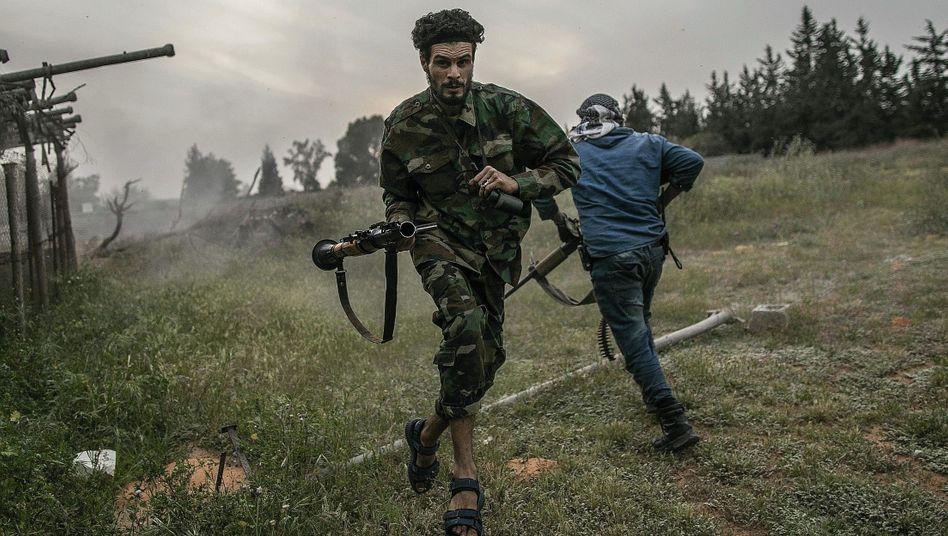 Milizionäre im Gefecht bei Tripolis