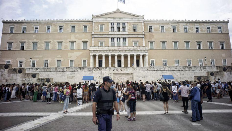 Parlament in Athen: Volk soll über Vorschlag der Gläubiger entscheiden
