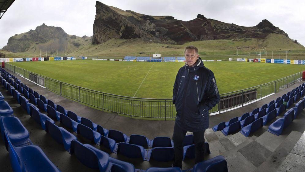 Island: Vulkane, Gletscher, Fußballplätze