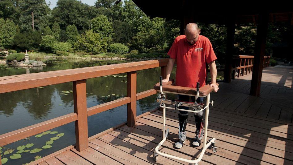 Forscher reparieren Rückenmark: Gelähmter kann wieder gehen