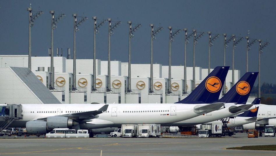 Lufthansa-Flugzeuge am Münchner Flughafen: weniger warme Mahlzeiten