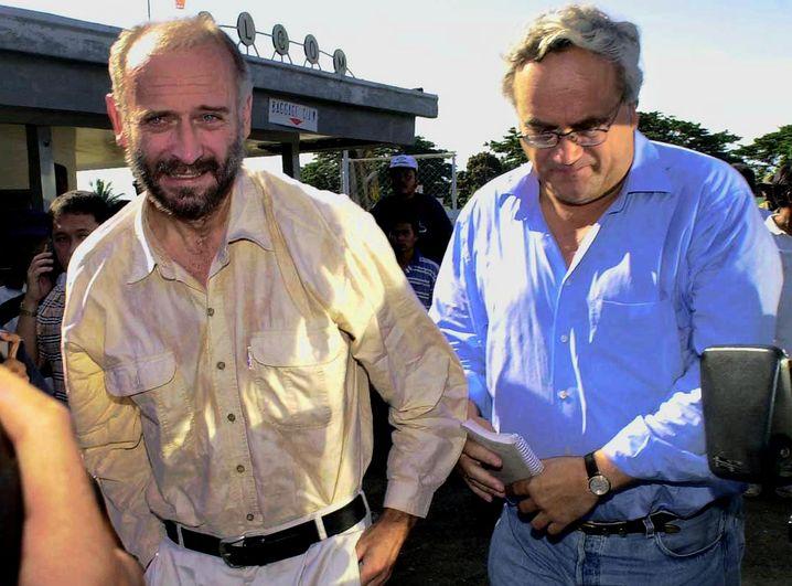 Nach der Freilassung: Andreas Lorenz (links) mit dem SPIEGEL-Kollegen Olaf Ihlau