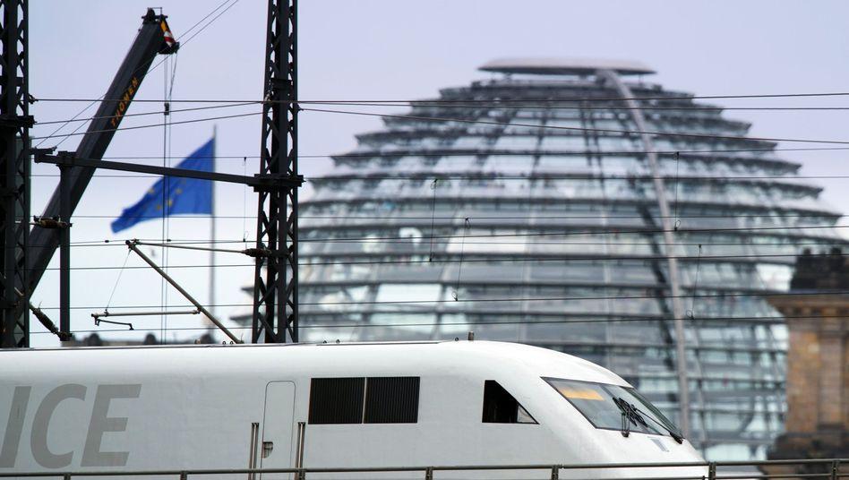 ICE vor der Reichstagskuppel: Bahn kämpft mit schwachem Ergebnis