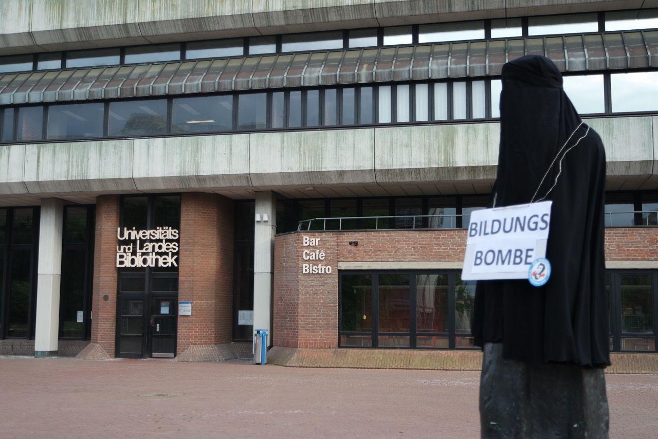 EINMALIGE VERWENDUNG AfD Uni Düsseldorf/ Bildungsbombe