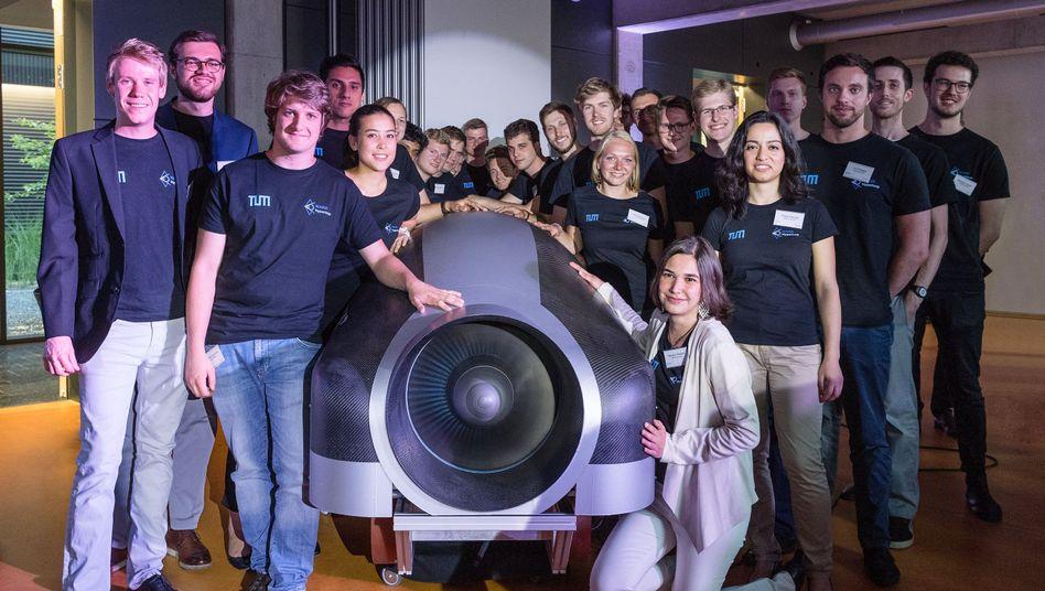 """Das """"Hyperloop""""-Team der TU München"""