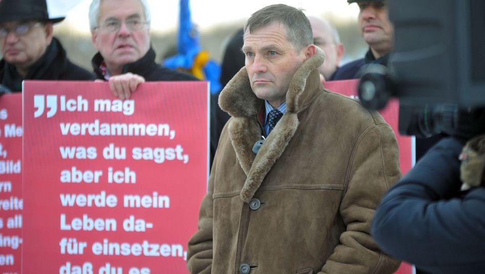 Schweriner NPD-Fraktionschef Pastörs (bei Protestaktion in Warnemünde): Doppelter Eklat