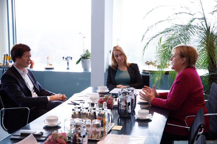 Merkel speaks to DER SPIEGEL about her experiences in East Germany.