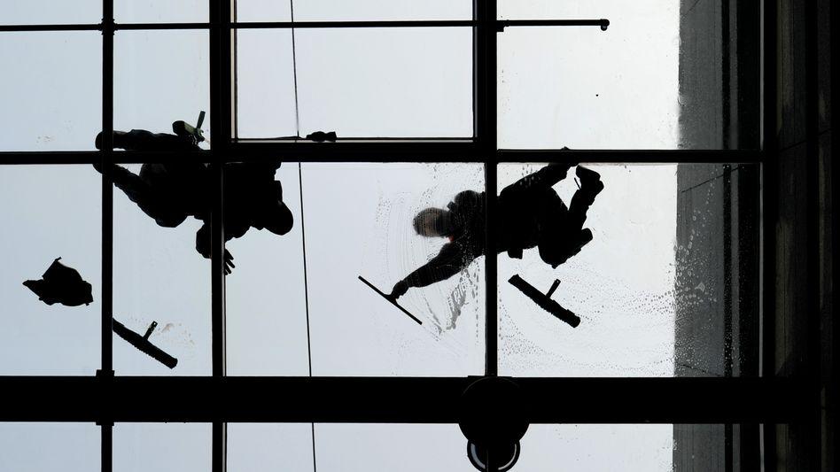 Fensterputzer in Düsseldorf: Einer der gefährlichsten Berufe der Welt