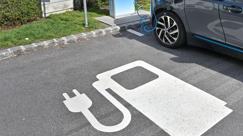 Ladestation in Bad Reichenhall: Es fehlt ein »Gesamtfahrplan, um der Elektromobilität zum Durchbruch zu verhelfen«