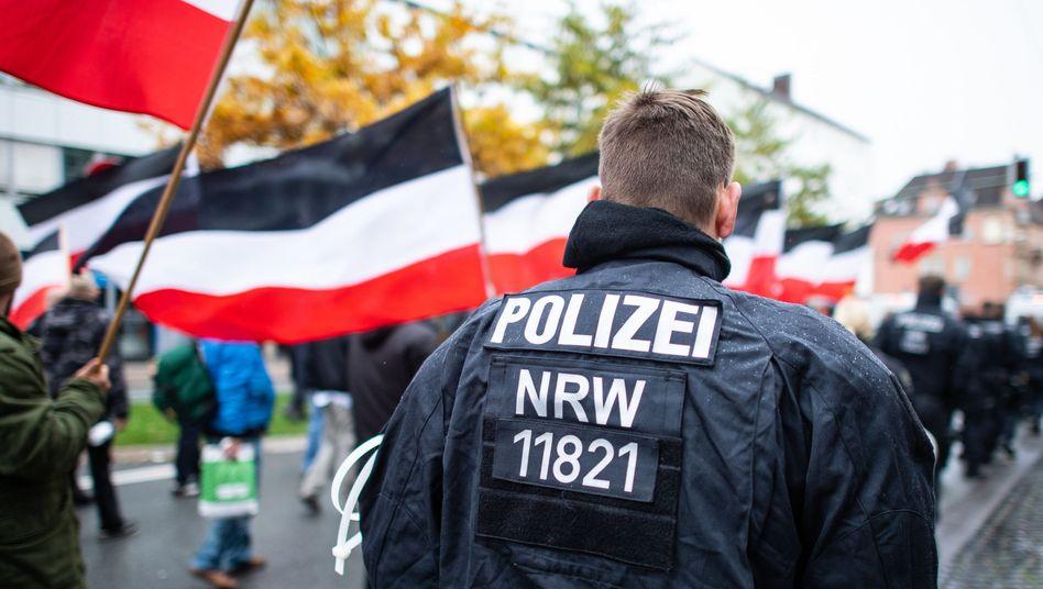 Demonstration von Rechtsextremen (Archivbild): Terroristische Strukturen werden zu Einzeltätern kleingeredet