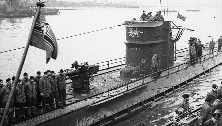 »U-154« beim Einlaufen in Lorient