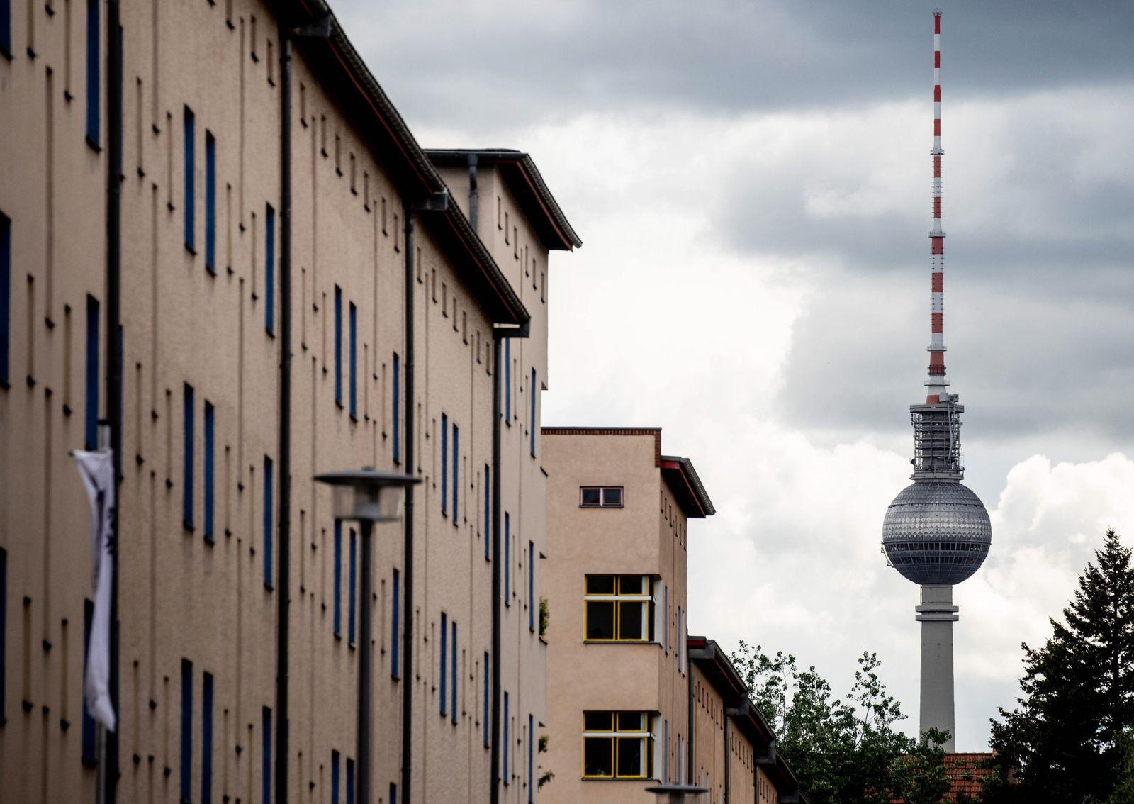 Planned Deutsche Wohnen takeover by Vonovia housing company