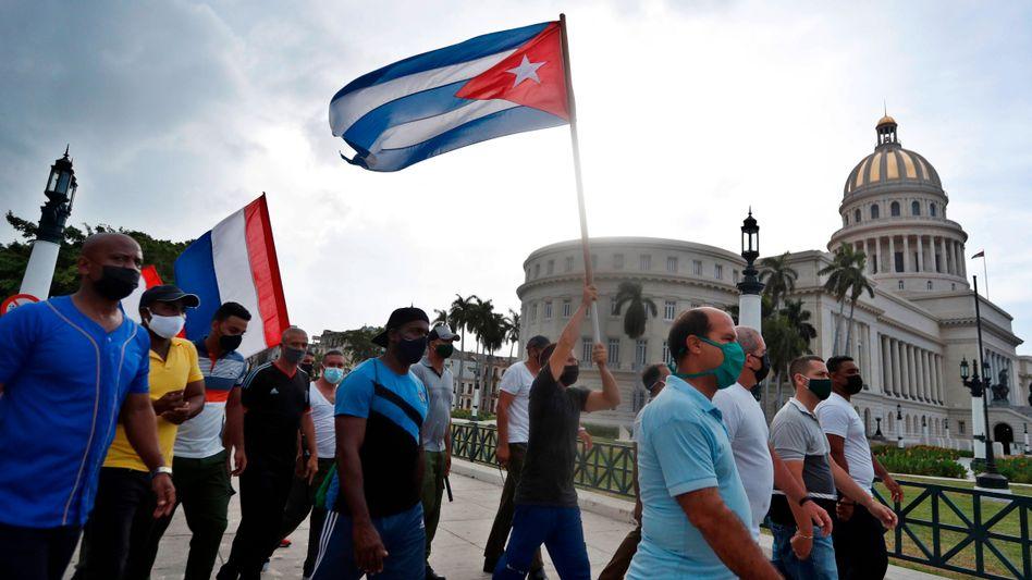 Prokubanische Demonstranten vor dem Kapitol in Havanna (Archivbild)