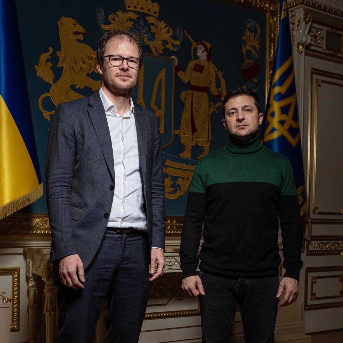 EINMALIGE VERWENDUNG Wolodymyr Selenskyj / Christian Esch links / Spiegel Interview / Ukraine