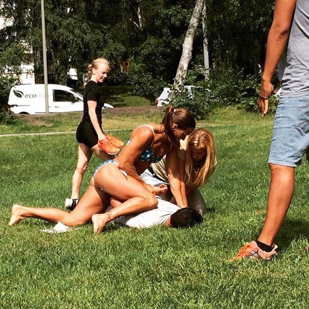 Schweden Polizistin Bikini