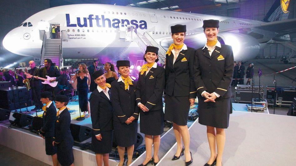 Lufthansa- Flugbegleiterinnen