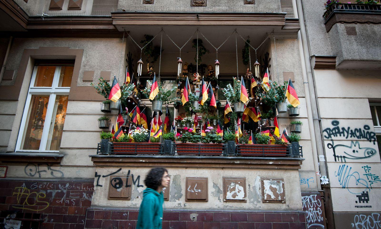 NICHT VERWENDEN EM 2012/ Flaggen Balkon